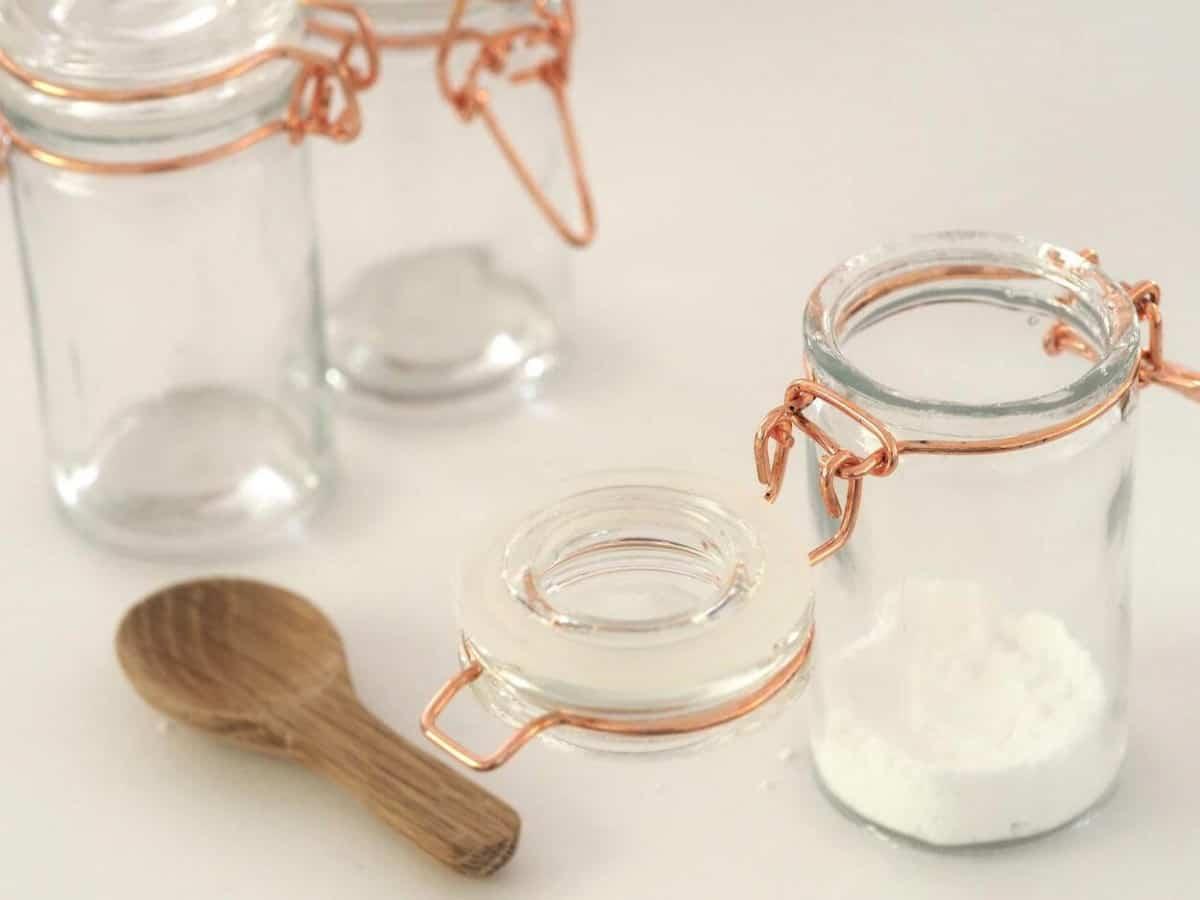 A photo of sugar.